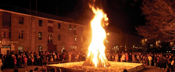 Festival of Voices - Salamanca Place bonfire with 4000 people singing
