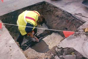 Photograph of worker fixing water main in Argyle Street.